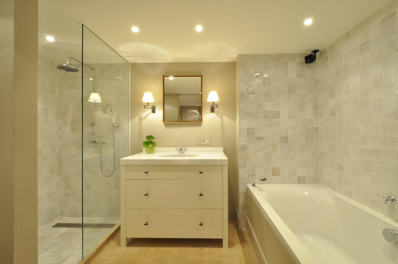 Locations huis t3 f3 knokke zoute loft woning aan de oosthoek prestigieus vastgoedkantoor - Uitzonderlijke badkamer ...