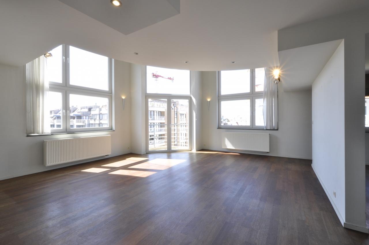 Locations appartement t4 f4 knokke heist hoekappartement duplex met mezzanine prestigieus for Mezzanine in de woonkamer