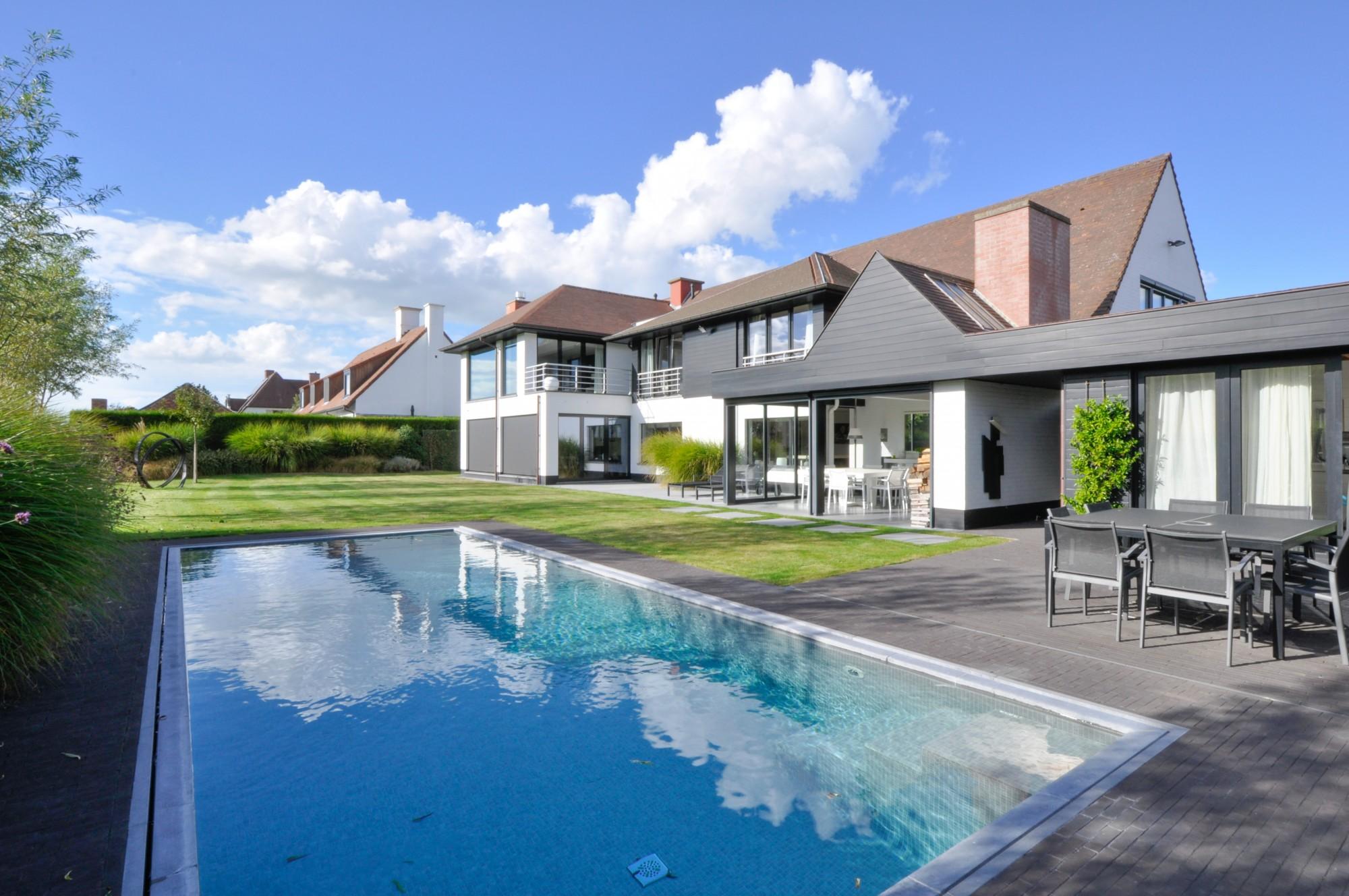 Verkoop villa t5 f5 knokke heist open zicht zwembad for Villa met zwembad te huur
